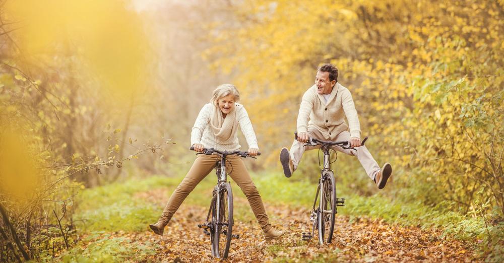 couple-riding-bikes